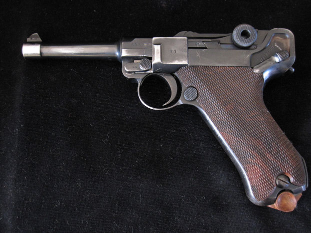 D.W.M 9mm Luger pistol - chamber dated 1915.