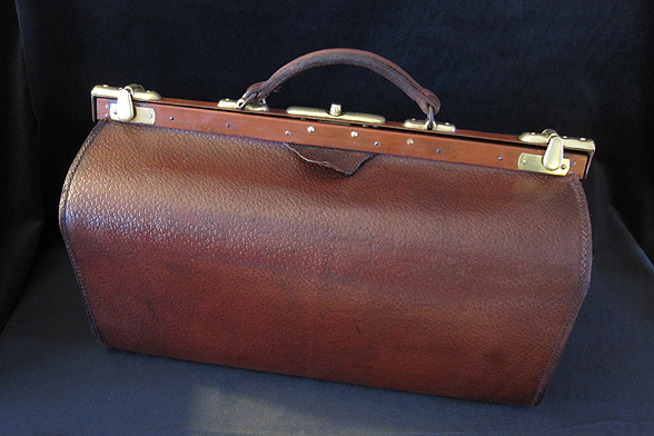 Antique Gladstone Travel Bag. Ref.#. 6a.