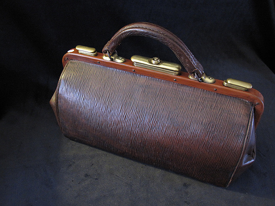 Antique Gladstone Travel Bag. Ref.#.2a.