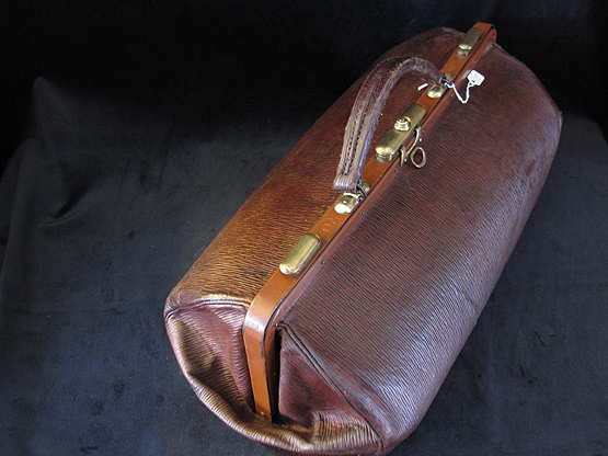 Antique Gladstone Travel Bag. Ref.#.5a.