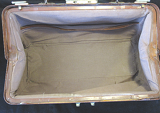 Antique Gladstone Travel Bag. Ref.#.4a.
