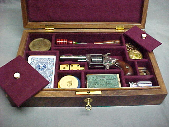 Colt & Remington Derringer Pistol Display Case. Ref.#CT10a